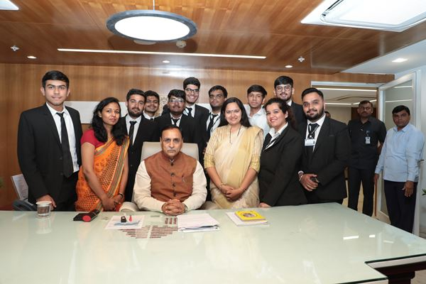 Photo with Honorable Chief minister-img